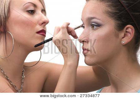 Professional make up Artist machen sich auf einem Teen Modell anwenden