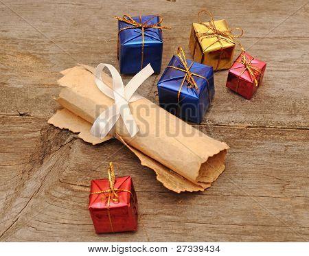 cajas de regalo colorido con un desplazamiento de la vieja