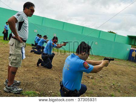 Prática de tiro de arma de fogo