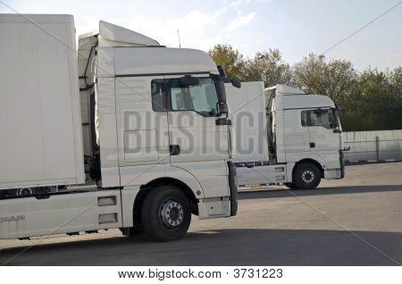 Waiting Lorry