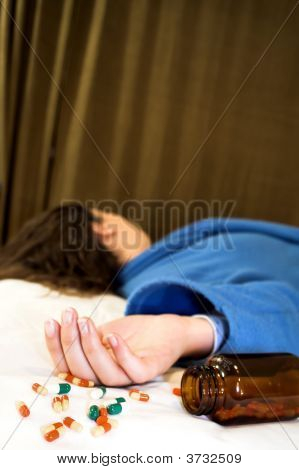 Suicídio de mulher com pílulas
