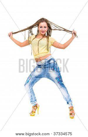 Jovem mulher com Dreadlocks permanente