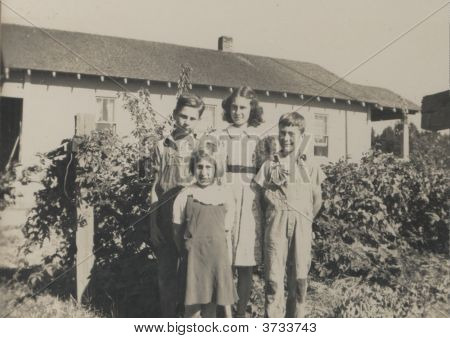 Vintage Family Photo Early 1940S