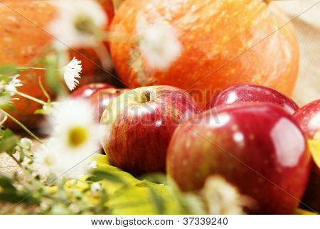 Ripe Apples Close Up Image
