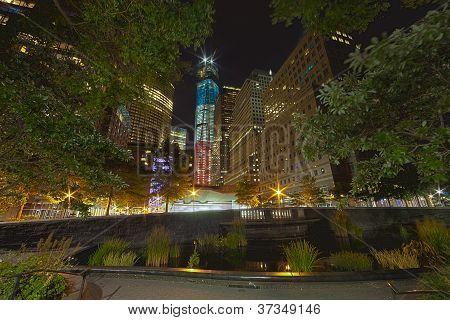 New York City - September 17: One World Trade Center (bekannt als The Freedom Tower) ist angezeigt, unter neuen