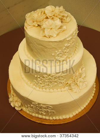 3 tier decorated wedding cake