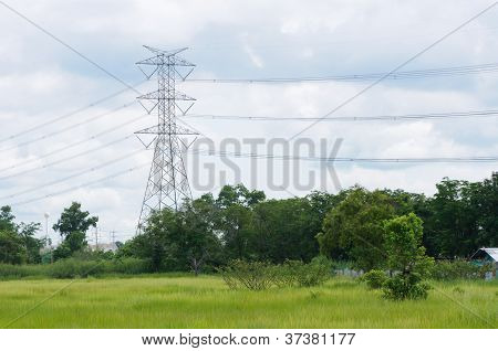 Metalic mast for high voltage electric energy transmision