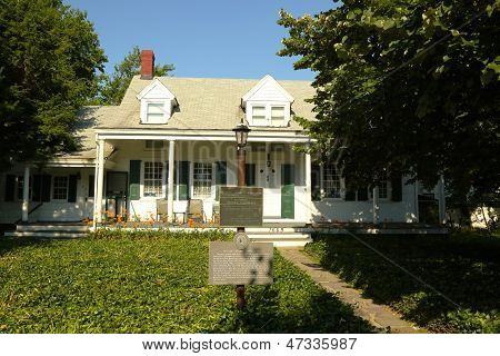 The last privately owned 1700 s Dutch colonial house in NYC in Brooklyn, New York