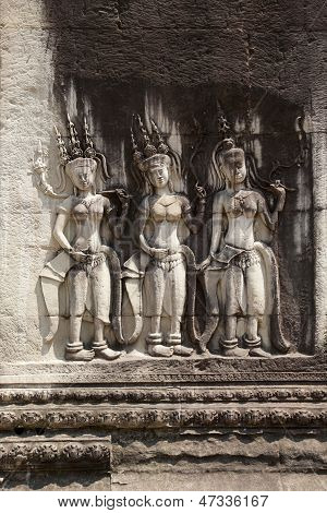 Bas-relief of dancing girls Apsara. Angkor Wat, the Kingdom of