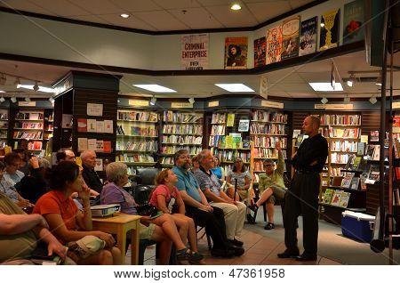 Jim Ottaviani em livros de Nicola junho de 2013