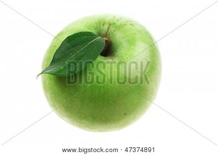 green fresh ripe apple isolated over white background