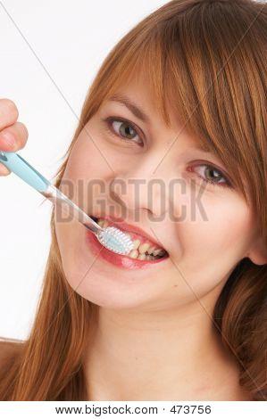 Escovar os dentes eu
