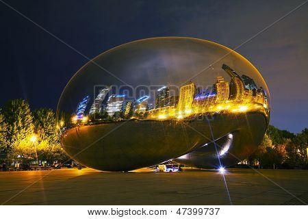 Cloud Gate Sculpture In Millenium Park