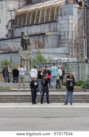 Edit: Disaster Tourism In Ukraine Brings Tourists To Chernobyl's Number 4 Reactor.