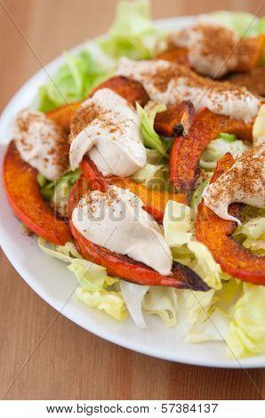 Salad with roasted pumpkin and tahini