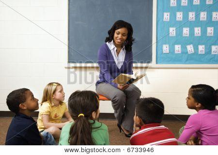 Leitura do professor para os alunos