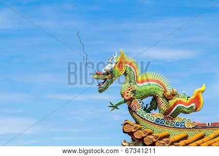 Dragon Sculpture On  Roof