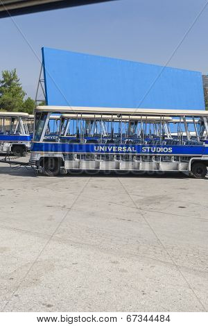 Los Angeles -usa, October, 2: Excursion Blue Buses Standing In Front Of The Biggest Chromakey Backgo