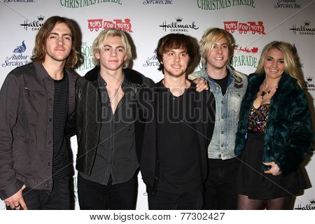 LOS ANGELES - NOV 30:  R5, Ross Lynch at the 2014 Hollywood Christmas Parade at the Hollywood Boulevard on November 30, 2014 in Los Angeles, CA