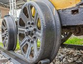 picture of train-wheel  - image of old Steam train wheels  - JPG
