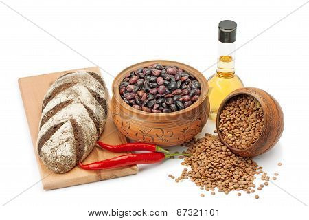 Clay Pots, Legumes ,olive Oil ,pepper And Bread