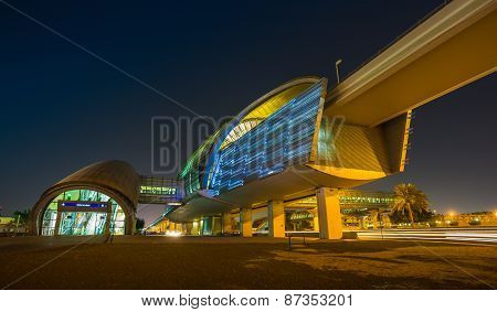 Dubai Metro As World's Longest Fully Automated Metro Network (75 Km)