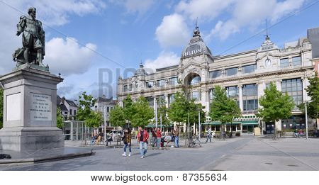 ANTWERP, BELGIUM - JUNE 23, 2013: People in front of monument to Pieter Paul Rubens and the Hilton hotel. The hotel building formerly housed the Grand Bazar Shopping mall