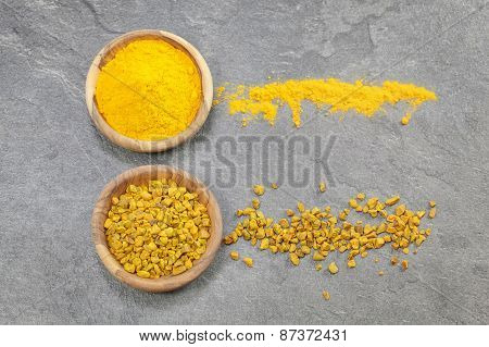 Turmeric pieces and powder