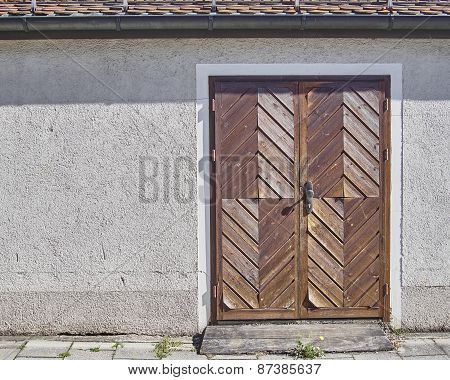 wooden brown door Munchen Germany