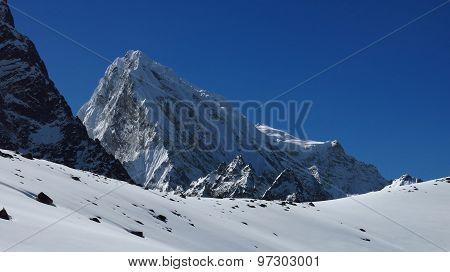 Peak Of Cholatse, Scene On The Cho La Mountain Pass Trek