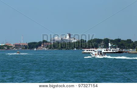 Venice, Ve - Italy. 14Th July, 2015: Huge Cruise Ship In The Canale Della Giudecca Near Saint Mark S
