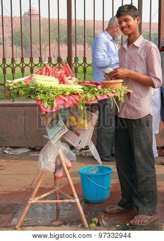 guy sells vegetables nearly Red Fort in Delhi