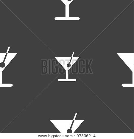 Cocktail Icon Sign. Seamless Pattern On A Gray Background. Vector