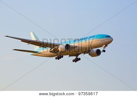 ZURICH - JULY 18: Boeing-777 Korean air landing in Zurich at sunset on July 18, 2015 in Zurich, Switzerland. Zurich airport is home for Swiss Air and one of biggest european hubs.