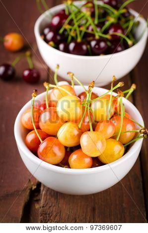 Red and yellow cherries in bowl