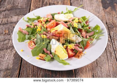 salad with egg and bacon