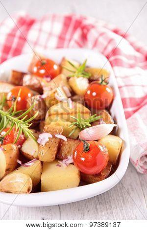 baked potato and tomato