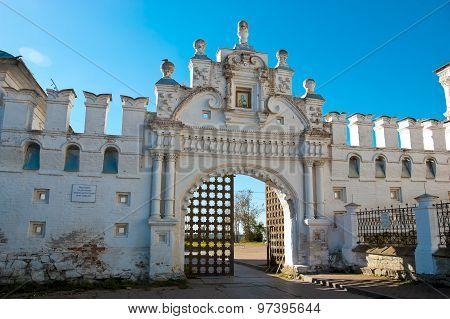 White-stone Kremlin Verkhoturye city.