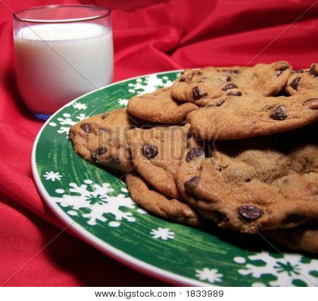 Christmas Chocolate Chip Cookies With Milk