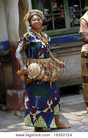 African artist performing on the streets