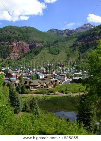 Cidade de montanha rochosa