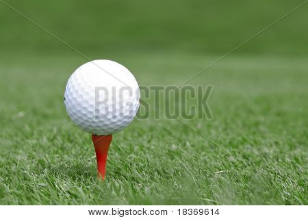 golf ball on tee, shallow DOF
