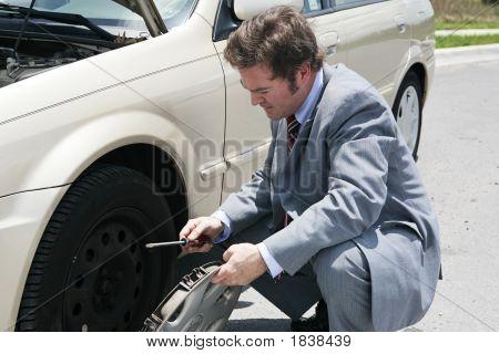 Pneu furado - Remove tampa roda
