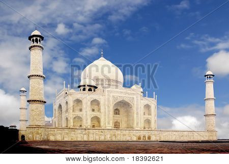 worldwonder taj mahal with blue cloudy sky
