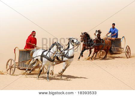 Guerreros romanos carreras con caballos y carros carros durante romano Mostrar en Jerash, Jordania