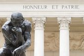Rodin pensador Honneur Et Patrie Close-Up