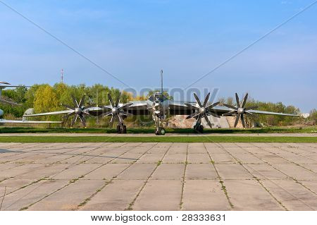 Tupolev Tu-142 Plane