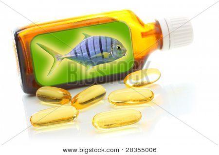 Botella marrón con aceite de pescado. Concepto de salud.
