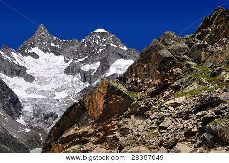 Montaña hermosa Ober Gabelhorn - Alpes suizos