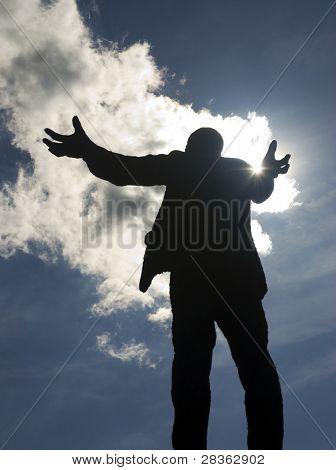Постер, плакат: Постоянный подняли оружие человек статуя в центре города Дублин, холст на подрамнике